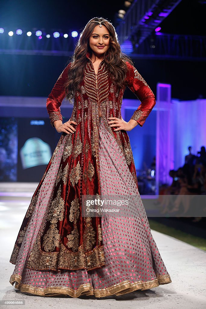 <a gi-track='captionPersonalityLinkClicked' href=/galleries/search?phrase=Sonakshi+Sinha&family=editorial&specificpeople=5781347 ng-click='$event.stopPropagation()'>Sonakshi Sinha</a> walks the runway at JJ Valaya show during day 1 of Blenders Pride Fashion Tour 2015 held at the Grand Hyatt on December 4, 2015 in Mumbai, India.