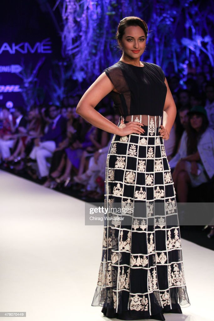 <a gi-track='captionPersonalityLinkClicked' href=/galleries/search?phrase=Sonakshi+Sinha&family=editorial&specificpeople=5781347 ng-click='$event.stopPropagation()'>Sonakshi Sinha</a> walks the runway wearing designs by Manish Malhotra at day 1 of Lakme Fashion Week Summer/Resort 2014 at the Grand Hyatt on March 11, 2014 in Mumbai, India.