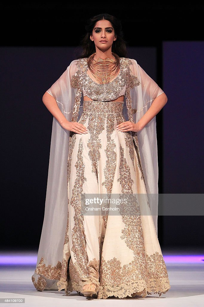 <a gi-track='captionPersonalityLinkClicked' href=/galleries/search?phrase=Sonam+Kapoor&family=editorial&specificpeople=4504004 ng-click='$event.stopPropagation()'>Sonam Kapoor</a> showcases designs by Anamika Khanna during the Indian Film Festival of Melbourne Awards Night at National Gallery of Victoria on August 15, 2015 in Melbourne, Australia.