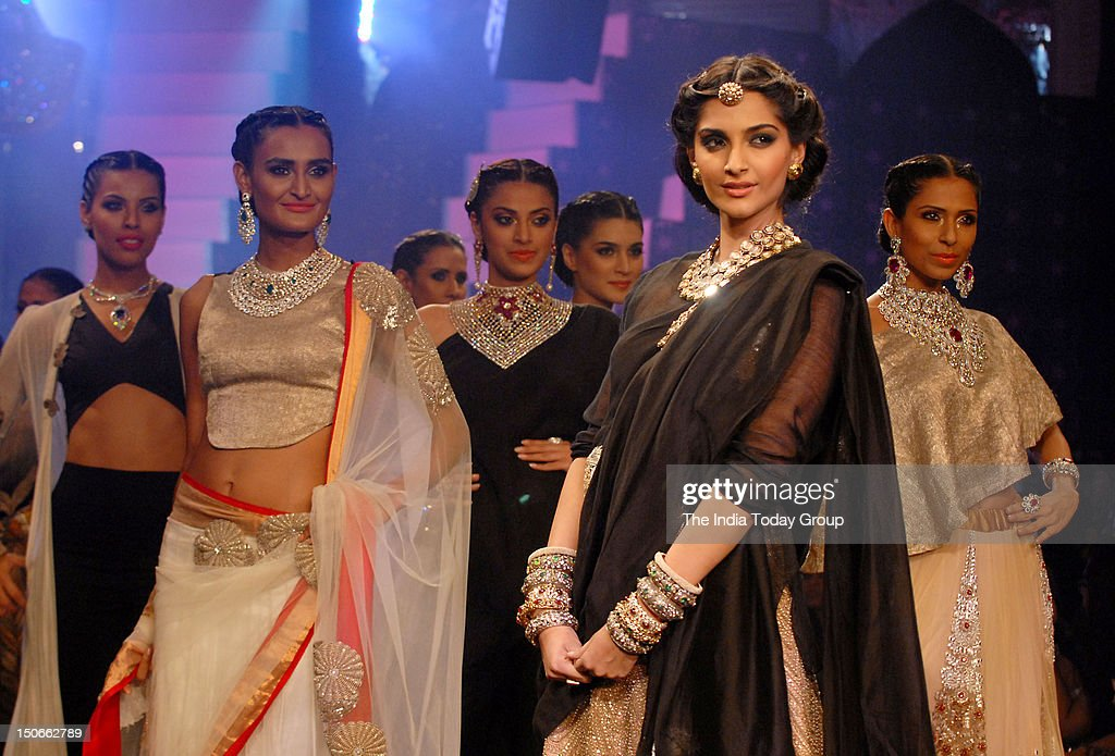 Sonam Kapoor walks the ramp for PC Jewellers at India International Jewellery Week (IIJW) in Mumbai on August 23, 2012.