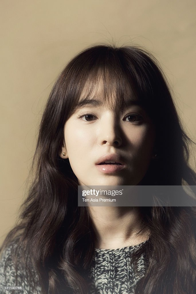 <a gi-track='captionPersonalityLinkClicked' href=/galleries/search?phrase=Song+Hye-Kyo&family=editorial&specificpeople=4238502 ng-click='$event.stopPropagation()'>Song Hye-Kyo</a> poses for photographs on October 24, 2011 in Seoul, South Korea.