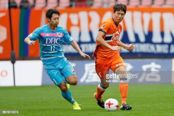 Song Ju Hun of Albirex Niigata and Yohei Toyoda of Sagan Tosu compete for the ball during the JLeague J1 match between Albirex Niigata and Sagan Tosu...
