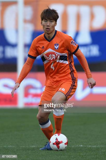 Song Ju Hun of Albirex Niigata in action during the JLeague J1 match between Albirex Niigata and FC Tokyo at Denka Big Swan Stadium on April 22 2017...