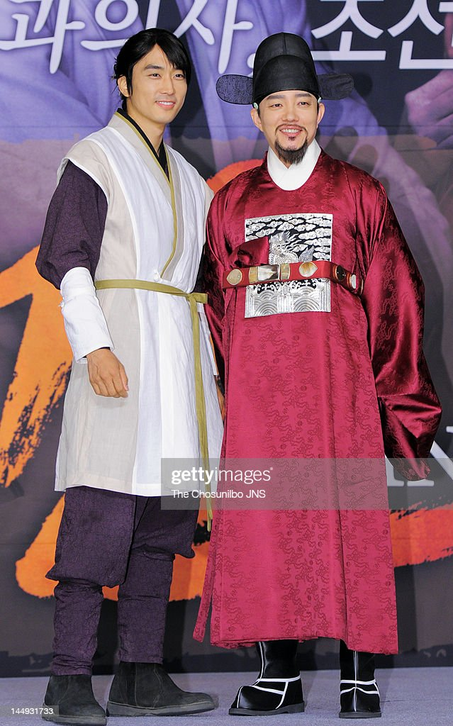 <a gi-track='captionPersonalityLinkClicked' href=/galleries/search?phrase=Song+Seung-Heon&family=editorial&specificpeople=4197245 ng-click='$event.stopPropagation()'>Song Seung-Heon</a> and Lee Beom-Soo attend the MBC Drama 'Dr. Jin' Press Conference at Lotte Hotel on May 17, 2012 in Seoul, South Korea.