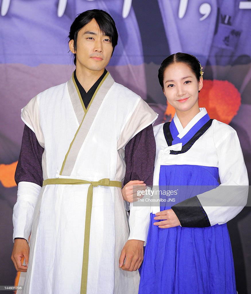 <a gi-track='captionPersonalityLinkClicked' href=/galleries/search?phrase=Song+Seung-Heon&family=editorial&specificpeople=4197245 ng-click='$event.stopPropagation()'>Song Seung-Heon</a> and <a gi-track='captionPersonalityLinkClicked' href=/galleries/search?phrase=Park+Min-Young&family=editorial&specificpeople=7444757 ng-click='$event.stopPropagation()'>Park Min-Young</a> attend the MBC Drama 'Dr. Jin' Press Conference at Lotte Hotel on May 17, 2012 in Seoul, South Korea.