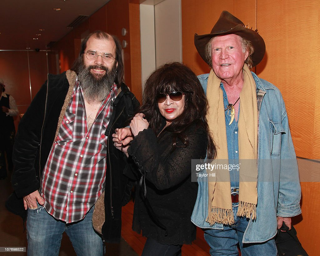 Songwriters <a gi-track='captionPersonalityLinkClicked' href=/galleries/search?phrase=Steve+Earle&family=editorial&specificpeople=214591 ng-click='$event.stopPropagation()'>Steve Earle</a>, <a gi-track='captionPersonalityLinkClicked' href=/galleries/search?phrase=Ronnie+Spector&family=editorial&specificpeople=1652082 ng-click='$event.stopPropagation()'>Ronnie Spector</a>, and <a gi-track='captionPersonalityLinkClicked' href=/galleries/search?phrase=Billy+Joe+Shaver&family=editorial&specificpeople=4304976 ng-click='$event.stopPropagation()'>Billy Joe Shaver</a> visit the SiriusXM Studios on December 5, 2012 in New York City.