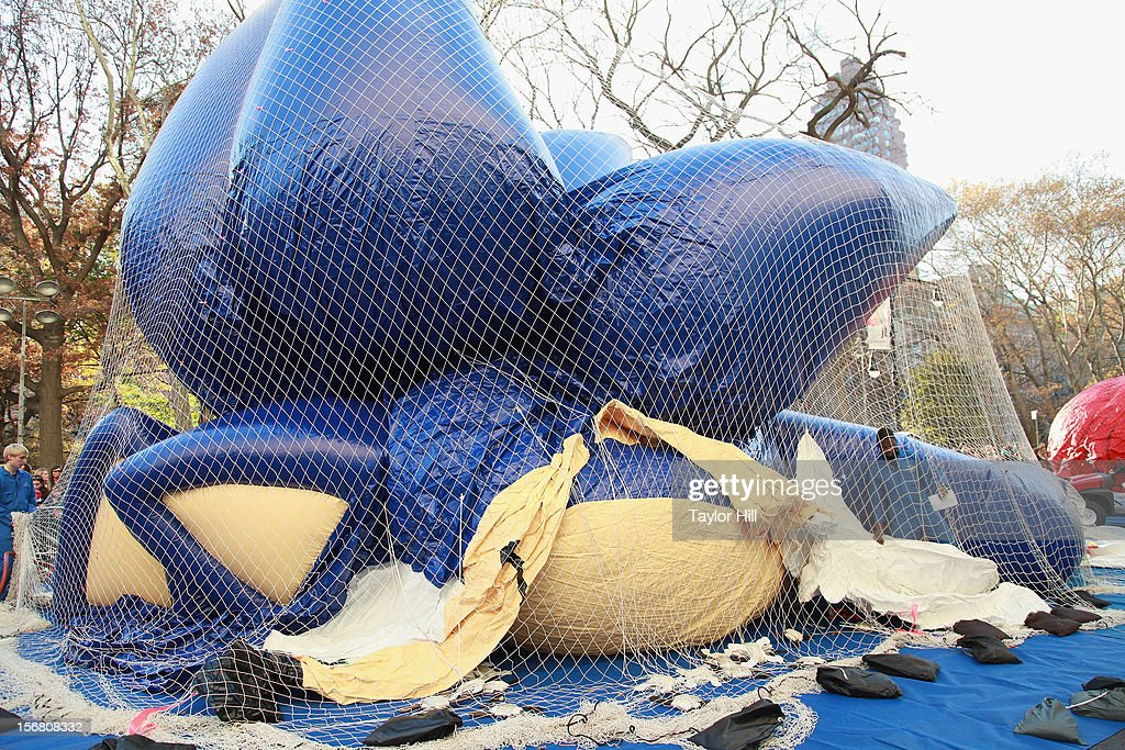 Sonic the Hedgehog comes to life at the 86th Annual Macy's Thanksgiving Day Parade's 'Inflation Eve' on November 21, 2012 in New York City.