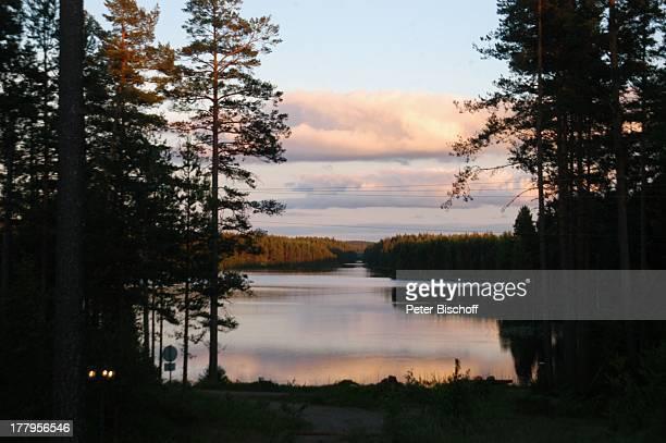 Sonnenuntergang BadeSee im Wald bei Feriengrundstück bei sterbymo Gemeinde Ydre stergotland Schweden Europa Waldsee Wald Natur Reise
