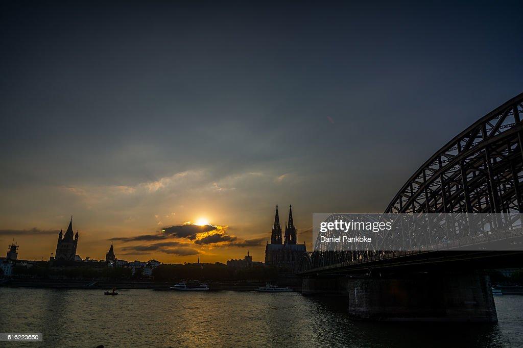 Sonnenuntergang in Köln : Bildbanksbilder