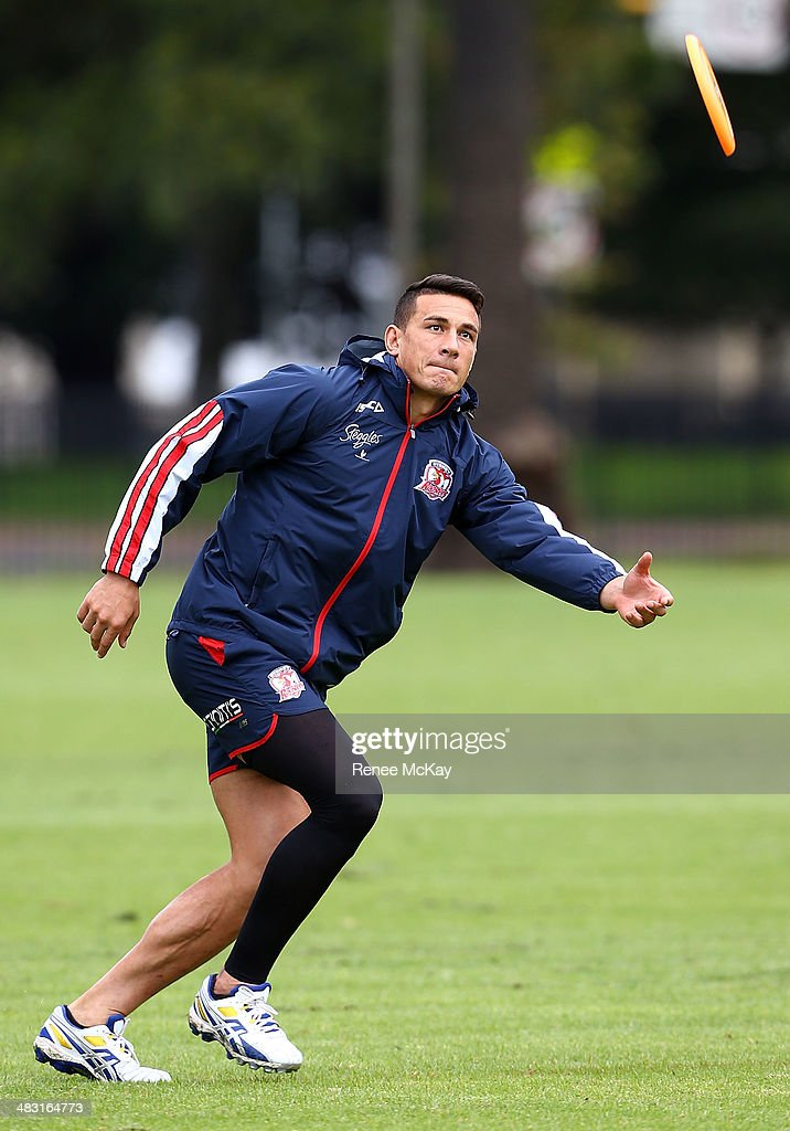 <a gi-track='captionPersonalityLinkClicked' href=/galleries/search?phrase=Sonny+Bill+Williams&family=editorial&specificpeople=204424 ng-click='$event.stopPropagation()'>Sonny Bill Williams</a> catches a frisbee during a Sydney Roosters NRL training session at Kippax Lake on April 7, 2014 in Sydney, Australia.