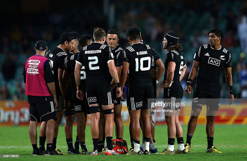 <a gi-track='captionPersonalityLinkClicked' href=/galleries/search?phrase=Sonny+Bill+Williams&family=editorial&specificpeople=204424 ng-click='$event.stopPropagation()'>Sonny Bill Williams</a> huddles with team mates during the 20146 Sydney Sevens match between Australia and New Zealand at Allianz Stadium on February 6, 2016 in Sydney, Australia.