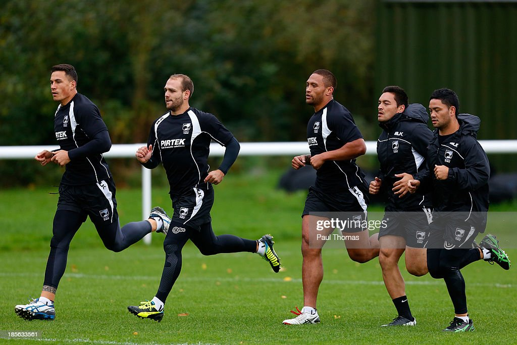 <a gi-track='captionPersonalityLinkClicked' href=/galleries/search?phrase=Sonny+Bill+Williams&family=editorial&specificpeople=204424 ng-click='$event.stopPropagation()'>Sonny Bill Williams</a>, Jason Nightingale, <a gi-track='captionPersonalityLinkClicked' href=/galleries/search?phrase=Manu+Vatuvei&family=editorial&specificpeople=540239 ng-click='$event.stopPropagation()'>Manu Vatuvei</a>, Alex Glenn and <a gi-track='captionPersonalityLinkClicked' href=/galleries/search?phrase=Issac+Luke&family=editorial&specificpeople=5082833 ng-click='$event.stopPropagation()'>Issac Luke</a> of New Zealand run during the New Zealand training session at St Helens Rugby League Cowley training complex on October 23, 2013 in St Helens, England.