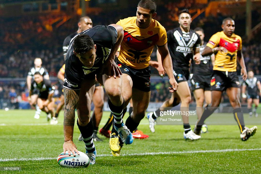 <a gi-track='captionPersonalityLinkClicked' href=/galleries/search?phrase=Sonny+Bill+Williams&family=editorial&specificpeople=204424 ng-click='$event.stopPropagation()'>Sonny Bill Williams</a> of New Zealand scores his third try during the Rugby League World Cup Group B match between New Zealand and Papua New Guinea at Headingley Stadium on November 8, 2013 in Leeds, England.
