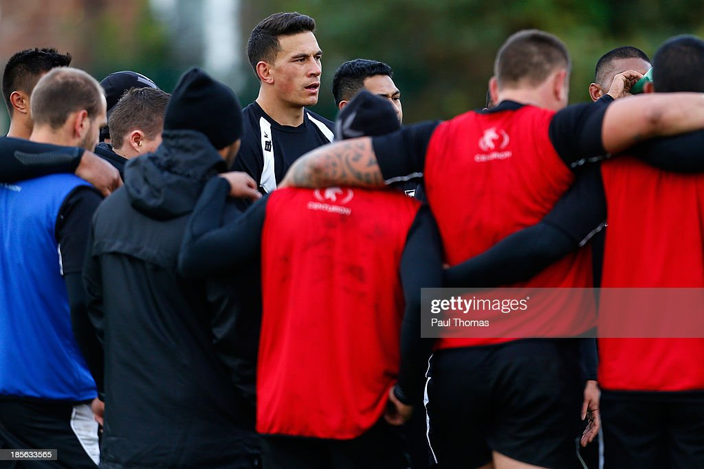 <a gi-track='captionPersonalityLinkClicked' href=/galleries/search?phrase=Sonny+Bill+Williams&family=editorial&specificpeople=204424 ng-click='$event.stopPropagation()'>Sonny Bill Williams</a> (C) of New Zealand watches on during the New Zealand training session at St Helens Rugby League Cowley training complex on October 23, 2013 in St Helens, England.