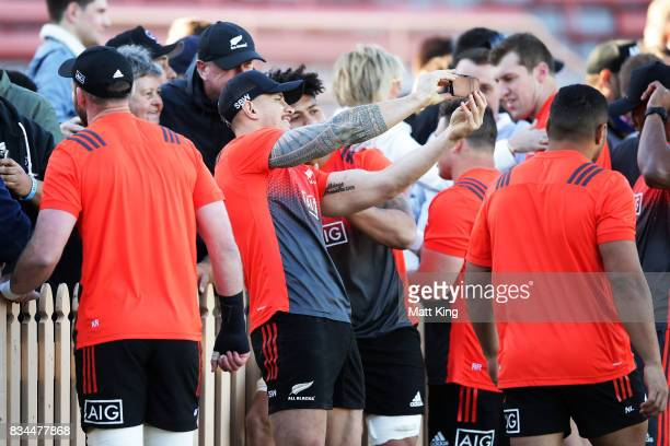 Sonny Bill Williams of the All Blacks interacts with fans during the New Zealand All Blacks captain's run at North Sydney Oval on August 18 2017 in...