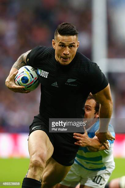Sonny Bill Williams of the All Blacks makes a break during the 2015 Rugby World Cup Pool C match between New Zealand and Argentina at Wembley Stadium...