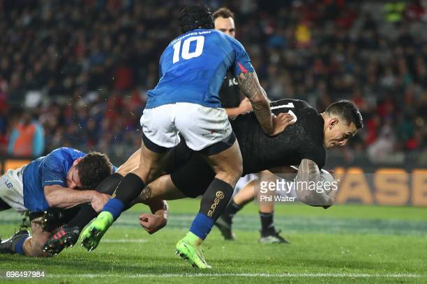 Sonny Bill Williams of the All Blacks scores a try during the International Test match between the New Zealand All Blacks and Samoa at Eden Park on...