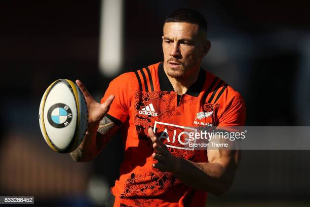 Sonny Bill Williams of the All Blacks takes a pass during a New Zealand All Blacks training session at North Sydney Oval on August 17 2017 in Sydney...