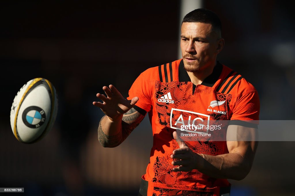 Sonny Bill Williams of the All Blacks takes a pass during a New Zealand All Blacks training session at North Sydney Oval on August 17, 2017 in Sydney, Australia.