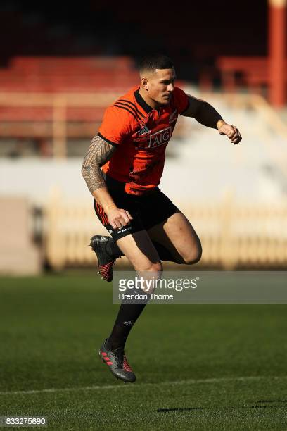 Sonny Bill Williams of the All Blacks warms up during a New Zealand All Blacks training session at North Sydney Oval on August 17 2017 in Sydney...