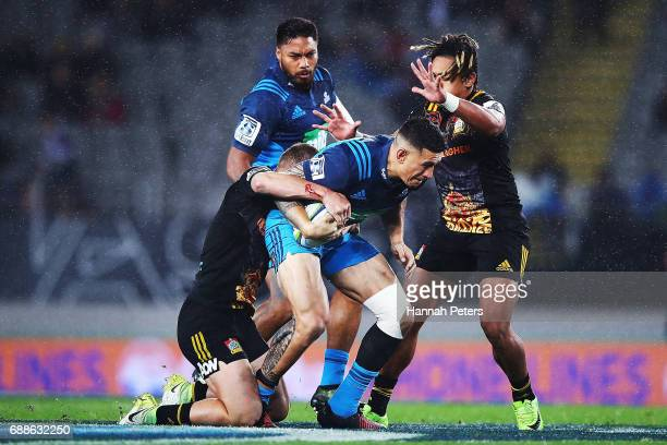 Sonny Bill Williams of the Blues charges forward during the round 14 Super Rugby match between the Blues and the Chiefs and Eden Park on May 26 2017...