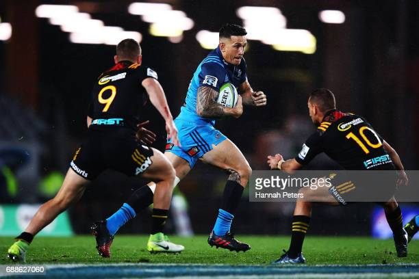 Sonny Bill Williams of the Blues makes a break during the round 14 Super Rugby match between the Blues and the Chiefs and Eden Park on May 26 2017 in...