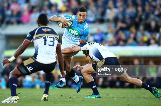 Sonny Bill Williams of the Blues runs the ball during the round 10 Super Rugby match between the Brumbies and the Blues at GIO Stadium on April 30...