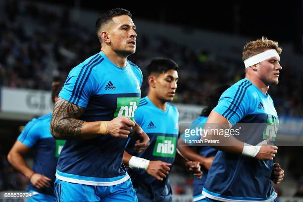 Sonny Bill Williams of the Blues warms up prior to the round 14 Super Rugby match between the Blues and the Chiefs and Eden Park on May 26 2017 in...