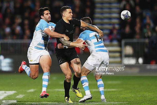 Sonny Bill Williams of the New Zealand All Blacks passes the ball out during The Rugby Championship match between the New Zealand All Blacks and...