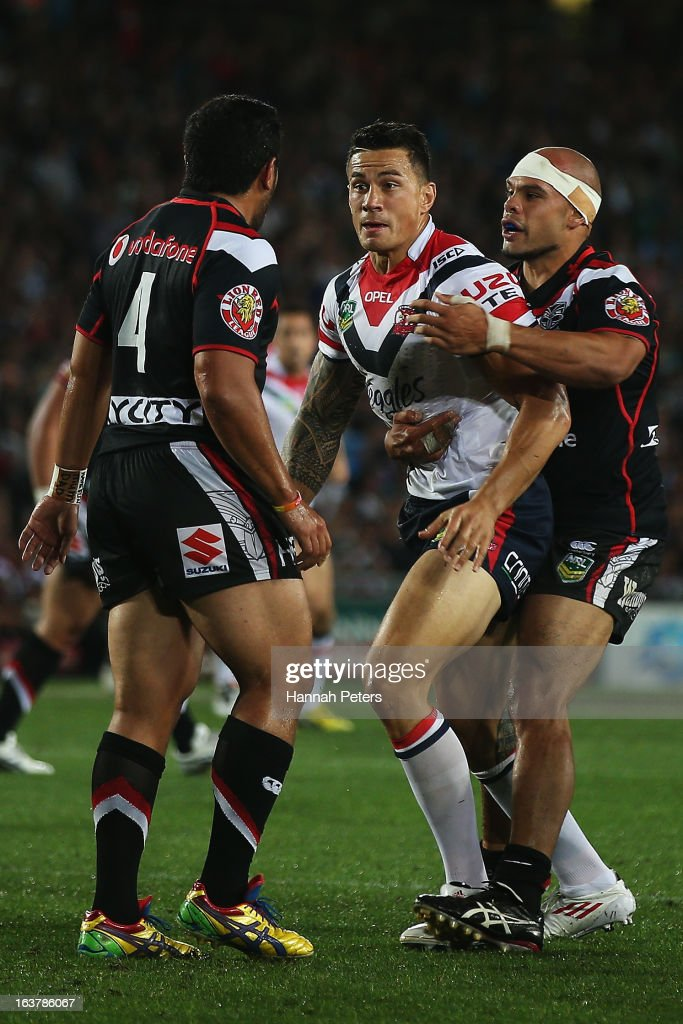 <a gi-track='captionPersonalityLinkClicked' href=/galleries/search?phrase=Sonny+Bill+Williams&family=editorial&specificpeople=204424 ng-click='$event.stopPropagation()'>Sonny Bill Williams</a> of the Roosters fights back with Konrad Hurrell of the Warriors during the round two NRL match between the New Zealand Warriors and the Sydney Roosters at Eden Park on March 16, 2013 in Auckland, New Zealand.