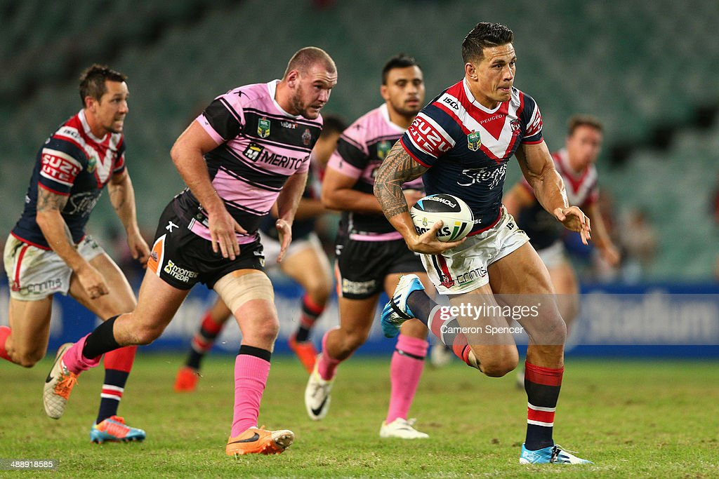<a gi-track='captionPersonalityLinkClicked' href=/galleries/search?phrase=Sonny+Bill+Williams&family=editorial&specificpeople=204424 ng-click='$event.stopPropagation()'>Sonny Bill Williams</a> of the Roosters runs the ball during the round nine NRL match between the Sydney Roosters and the Wests Tigers at Allianz Stadium on May 9, 2014 in Sydney, Australia.