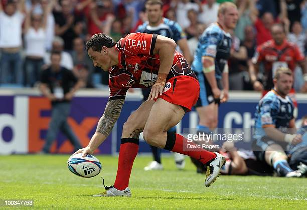 Sonny Bill Williams of Toulon scores the first try during the Amlin Challenge Cup Final between Toulon and Cardiff Blues at Stade Velodrome on May 23...