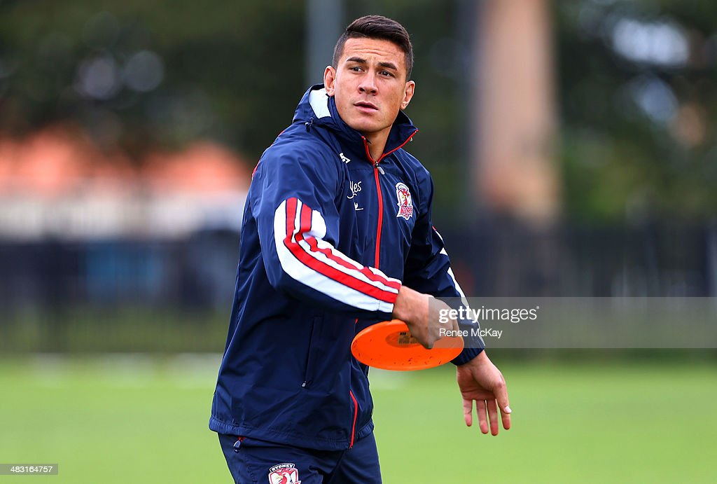 <a gi-track='captionPersonalityLinkClicked' href=/galleries/search?phrase=Sonny+Bill+Williams&family=editorial&specificpeople=204424 ng-click='$event.stopPropagation()'>Sonny Bill Williams</a> plays frisbee during a Sydney Roosters NRL training session at Kippax Lake on April 7, 2014 in Sydney, Australia.