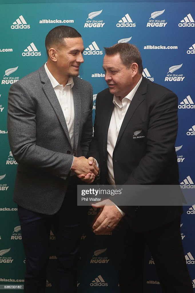 <a gi-track='captionPersonalityLinkClicked' href=/galleries/search?phrase=Sonny+Bill+Williams&family=editorial&specificpeople=204424 ng-click='$event.stopPropagation()'>Sonny Bill Williams</a> shakes hands with All Black coach <a gi-track='captionPersonalityLinkClicked' href=/galleries/search?phrase=Steve+Hansen&family=editorial&specificpeople=228915 ng-click='$event.stopPropagation()'>Steve Hansen</a> following a press conference at the Heritage Hotel on June 1, 2016 in Auckland, New Zealand. <a gi-track='captionPersonalityLinkClicked' href=/galleries/search?phrase=Sonny+Bill+Williams&family=editorial&specificpeople=204424 ng-click='$event.stopPropagation()'>Sonny Bill Williams</a> announced today he has signed a three year contract with New Zealand Rugby.