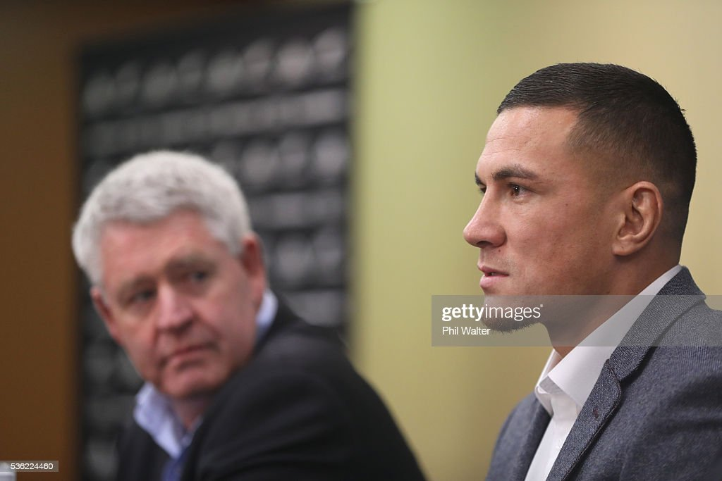 <a gi-track='captionPersonalityLinkClicked' href=/galleries/search?phrase=Sonny+Bill+Williams&family=editorial&specificpeople=204424 ng-click='$event.stopPropagation()'>Sonny Bill Williams</a> (R) speaks alongside NZRU CEO Steve Tew (L) during a press conference at the Heritage Hotel on June 1, 2016 in Auckland, New Zealand. <a gi-track='captionPersonalityLinkClicked' href=/galleries/search?phrase=Sonny+Bill+Williams&family=editorial&specificpeople=204424 ng-click='$event.stopPropagation()'>Sonny Bill Williams</a> announced today he has signed a three year contract with New Zealand Rugby.