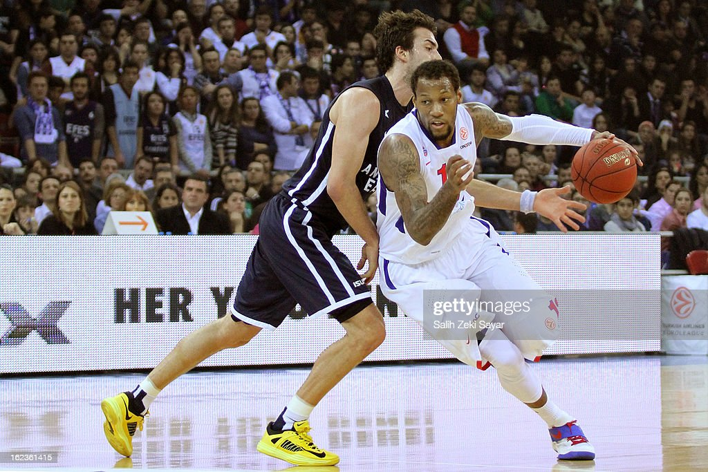 Sonny Weems #13 of CSKA Moscow competes with Sasha Vujacic #7 of Anadolu Efes during the 2012-2013 Turkish Airlines Euroleague Top 16 Date 8 between Anadolu EFES Istanbul v CSKA Moscow at Abdi Ipekci Sports Arena on February 22, 2013 in Istanbul, Turkey.