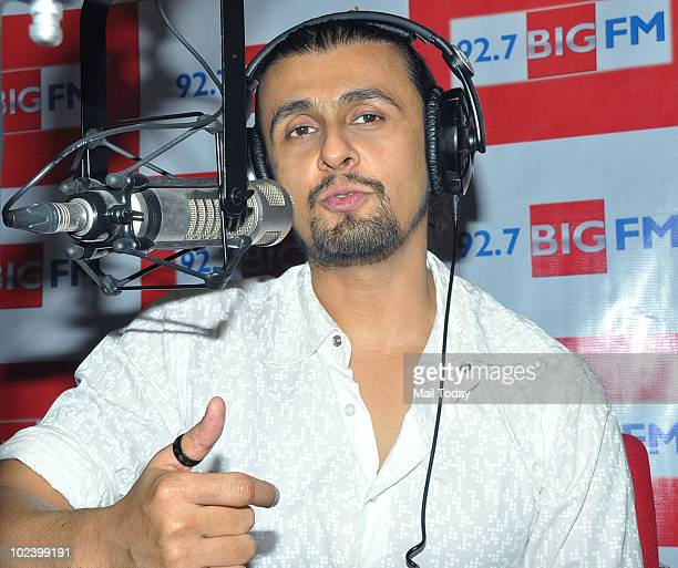 Sonu Nigam at a special tribute show for Michael Jackson on Big 927 FM in Mumbai on June 24 2010