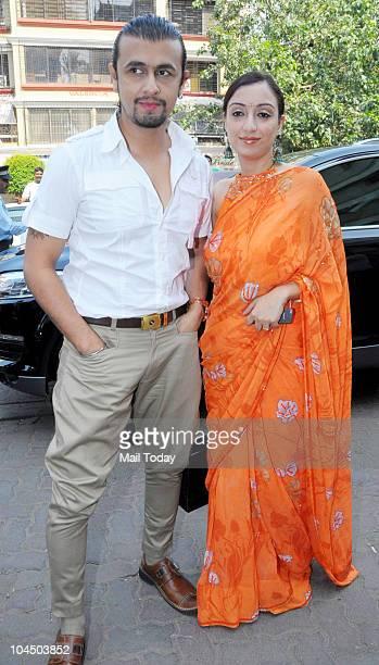 Sonu Nigam with his wife Madhurima at the wedding brunch of Ramesh Taurani's daughter Nisha in Mumbai on September 26 2010