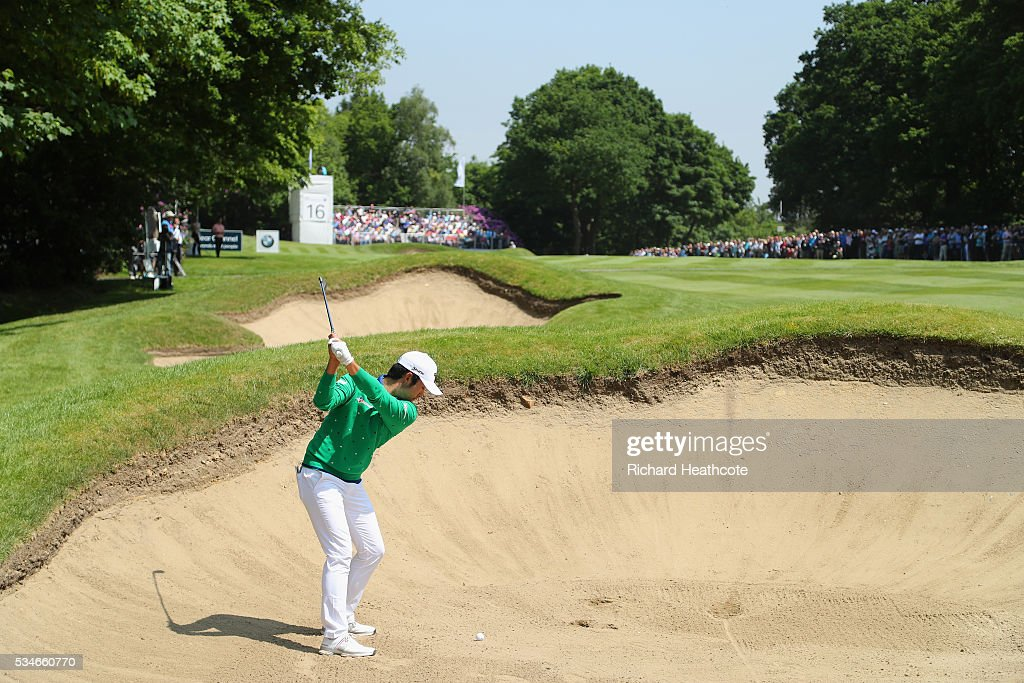 <a gi-track='captionPersonalityLinkClicked' href=/galleries/search?phrase=Soomin+Lee&family=editorial&specificpeople=14636393 ng-click='$event.stopPropagation()'>Soomin Lee</a> of Korea hits his from a bunker on the 16th hole during day two of the BMW PGA Championship at Wentworth on May 27, 2016 in Virginia Water, England.
