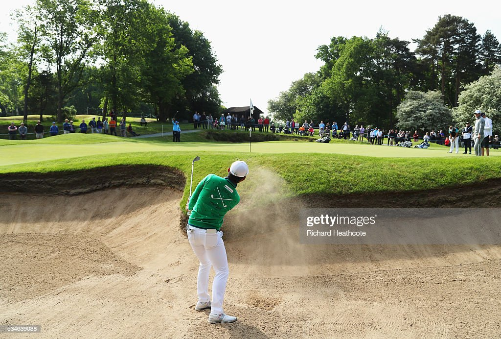 <a gi-track='captionPersonalityLinkClicked' href=/galleries/search?phrase=Soomin+Lee&family=editorial&specificpeople=14636393 ng-click='$event.stopPropagation()'>Soomin Lee</a> of Korea hits his from a bunker on the 5th hole during day two of the BMW PGA Championship at Wentworth on May 27, 2016 in Virginia Water, England.