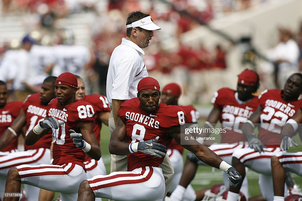 Sooner head coach <a gi-track='captionPersonalityLinkClicked' href=/galleries/search?phrase=Bob+Stoops&family=editorial&specificpeople=241307 ng-click='$event.stopPropagation()'>Bob Stoops</a> encourages the team as they stretch out prior to action between the Washington Huskies and Oklahoma Sooners at Owen Field in Norman, Oklahoma on September 9, 2006. Oklahoma won 37-20.