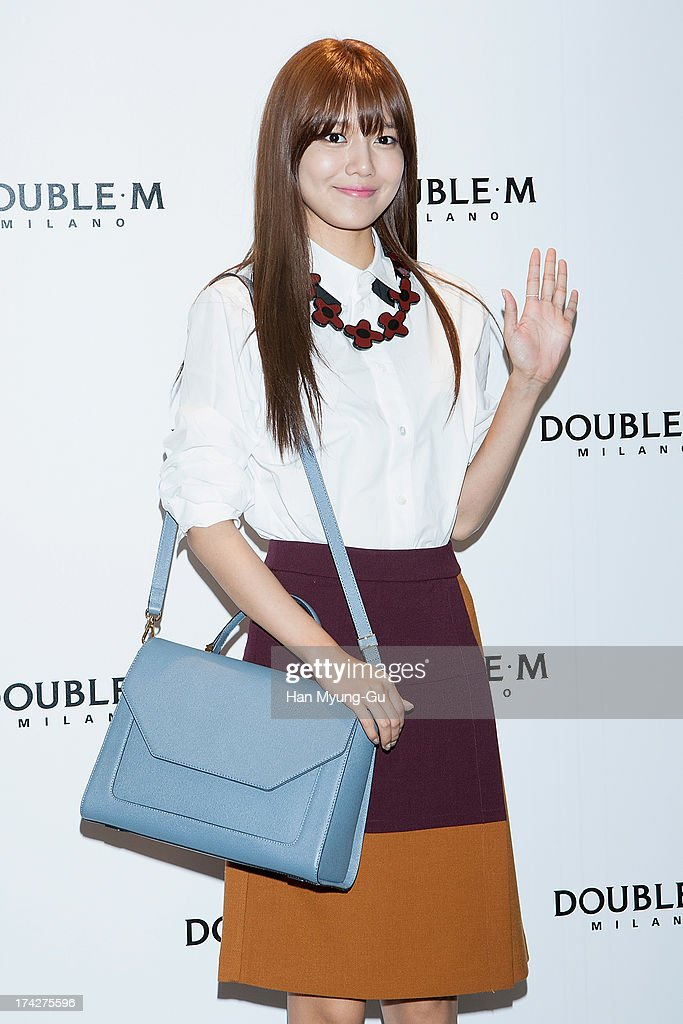 Sooyoung Of Girls' Generation Autograph Session For Double M