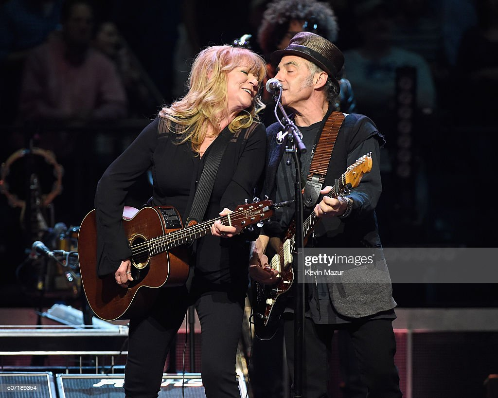 Soozie Tyrel (L) and Nils Lofgren perform at Madison Square Garden on January 27, 2016 in New York City.