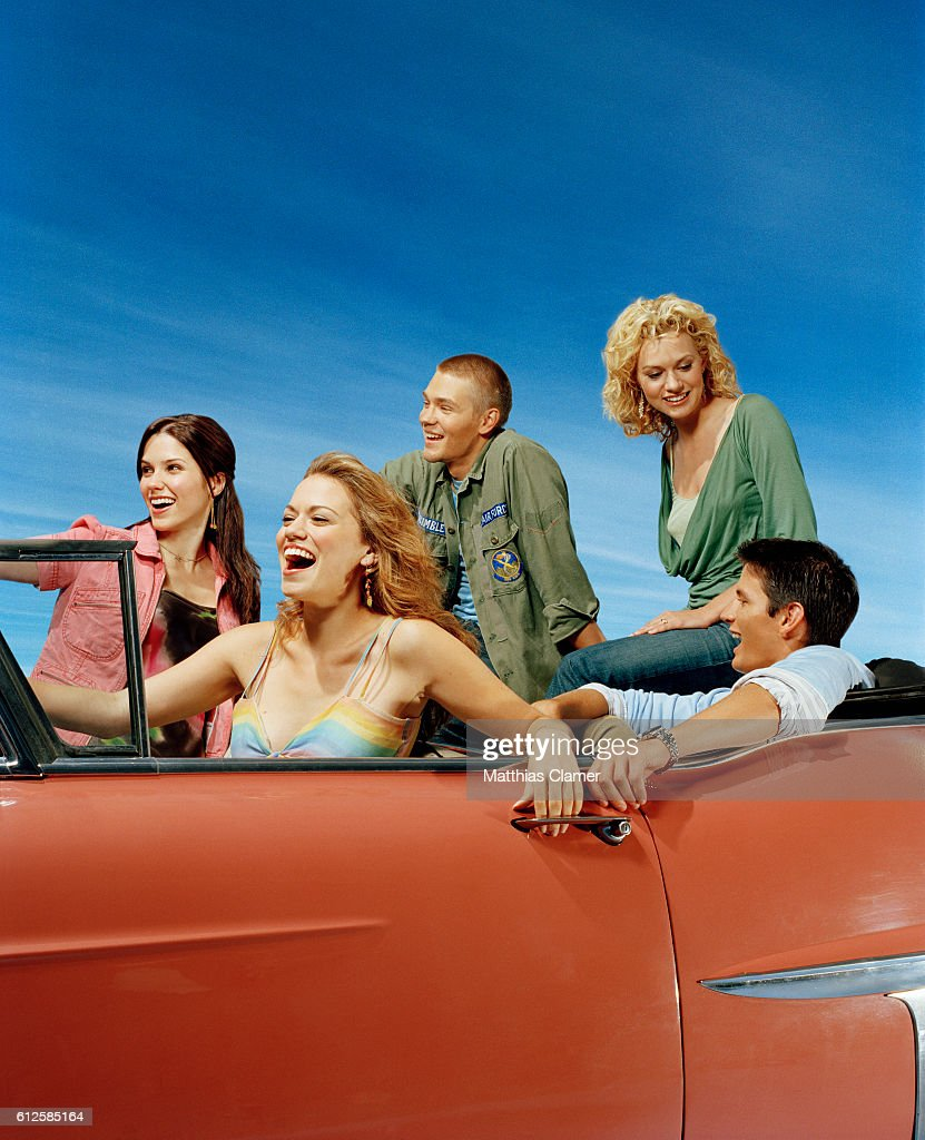 Sophia Bush plays Brooke Davis, Bethany Joy Lenz plays Haley James Scott, Chad Michael Murray plays Lucas Scott, Hilarie Burton plays Peyton Sawyer and James Lafferty plays Nathan Scott.