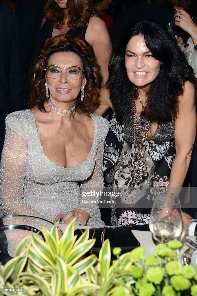 Sophia Loren and Cristina Ferrari attends the '2013 Pirelli Calendar Unveiling' on November 27, 2012 in Rio de Janeiro, Brazil.