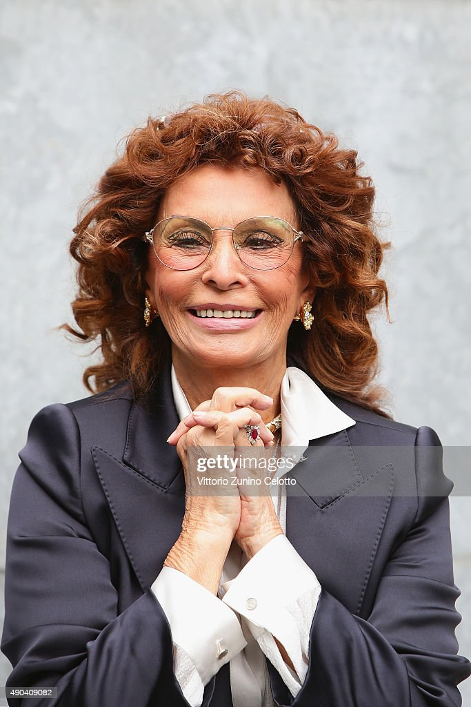 Sophia Loren arrives at the Giorgio Armani show during the Milan Fashion Week Spring/Summer 2016 on September 28 2015 in Milan Italy