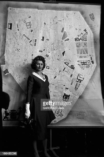 Sophia Loren In Brussels And Paris For The Release Of The Film 'Pain Amour Ainsi SoitIl' Belgique Bruxelles 24 mars 1956 l'actrice italienne Sophia...