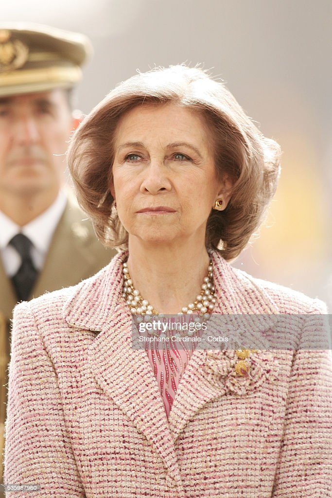 HRH Sophia of Spain at the Tomb of the Unknown Soldier, under the Arc de Triomphe in Paris during her state visit.