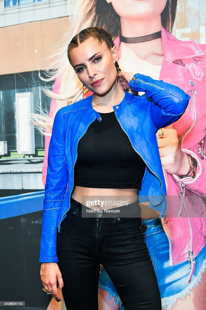 <a gi-track='captionPersonalityLinkClicked' href=/galleries/search?phrase=Sophia+Thomalla&family=editorial&specificpeople=3967300 ng-click='$event.stopPropagation()'>Sophia Thomalla</a> during the Freaky Nation 'COME FLY WITH ME' campaign on June 29, 2016 in Berlin, Germany.