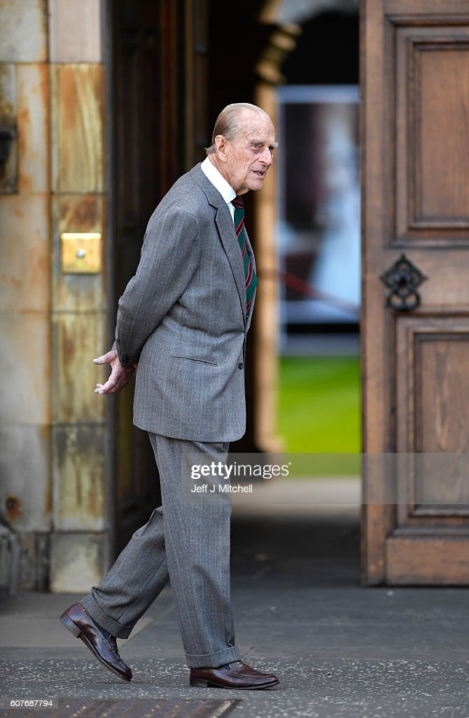 sophie-countess-of-wessex-and-a-team-are-waved-off-by-prince-philip-picture-id607687794